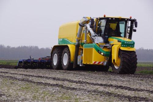 Foto van een Ploeger AT5105 (overige zelfrijders). Geplaatst door jans-eising op 12-05-2019 om 19:55:25, op TractorFan.nl - de nummer 1 tractor foto website.