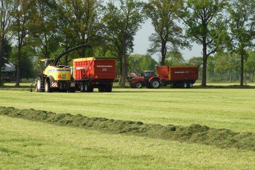Gras hakselen door Pekkeriet Dalfsen  https://youtu.be/-G8BC-7io8Q. Geplaatst door pekkerietfan op 01-06-2019 om 18:50:50, op TractorFan.nl - de nummer 1 tractor foto website.