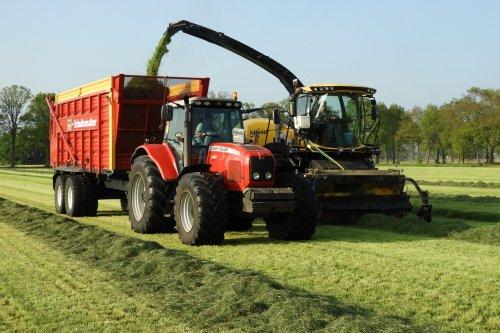 Grasoogst door Pekkeriet Dalfsen  https://youtu.be/-G8BC-7io8Q. Geplaatst door pekkerietfan op 06-06-2019 om 14:36:41, op TractorFan.nl - de nummer 1 tractor foto website.