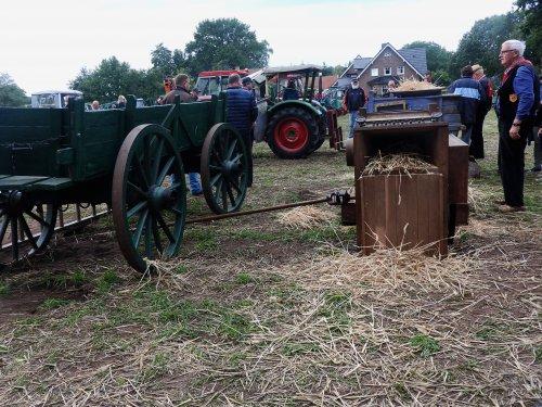Foto van hier wordt het graan gedorst. Geplaatst door Renaultgek op 17-09-2019 om 23:39:03, op TractorFan.nl - de nummer 1 tractor foto website.