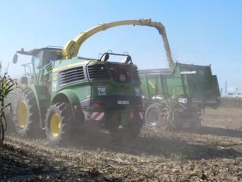 Foto van een John Deere 9700 (hakselaar) Werktuigendagen Oudenaarde 2019. Geplaatst door XC 70 op 22-09-2019 om 15:29:02, op TractorFan.nl - de nummer 1 tractor foto website.