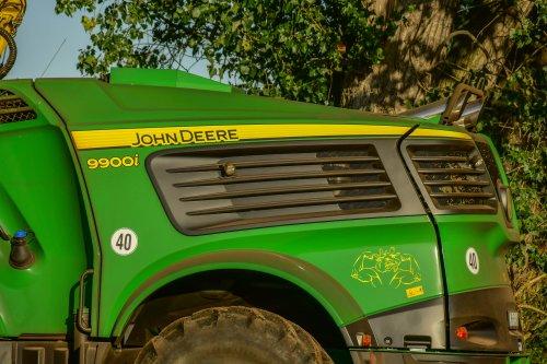 Foto van een John Deere 9900 (hakselaar). Geplaatst door jd7920 op 24-09-2019 om 10:46:12, op TractorFan.nl - de nummer 1 tractor foto website.