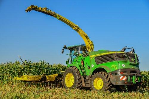 Foto van een John Deere 9900 (hakselaar). Geplaatst door jd7920 op 24-09-2019 om 10:46:15, op TractorFan.nl - de nummer 1 tractor foto website.