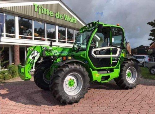Merlo dealer Tjitte de Wolff heeft een hele mooie nieuwe TF42.7CS-140 afgeleverd bij een nieuwe verreiker gebruiker in Friesland. Deze machine kent geen concurrenten, want de cabinevering is uniek bij Merlo.