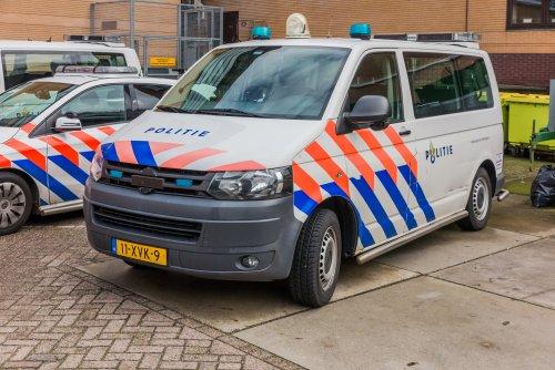 Foto van een transporter t5, opgebouwd voor personenvervoer.. Geplaatst door xrayjaco op 29-09-2019 om 21:13:26, op TractorFan.nl - de nummer 1 tractor foto website.