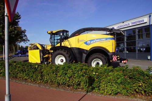 Foto van een New Holland FR 550 (veldhakselaar). Geplaatst door jans-eising op 03-10-2019 om 21:41:22, op TractorFan.nl - de nummer 1 tractor foto website.