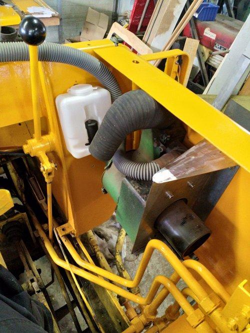 Installeren van cabine kachel van een International Payloader H-30 B (shovel). Geplaatst door nicovs op 03-05-2020 om 10:25:58, op TractorFan.nl - de nummer 1 tractor foto website.