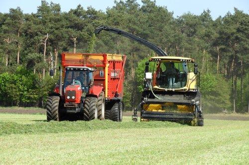 Grasoogst bij Pekkeriet Dalfsen  https://youtu.be/vyOp_BGcmNg. Geplaatst door pekkerietfan op 21-05-2020 om 13:17:01, op TractorFan.nl - de nummer 1 tractor foto website.