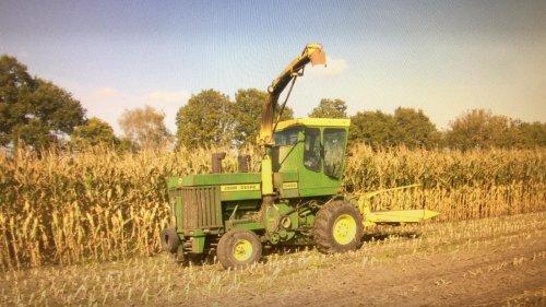 Veehouderij/loonbedrijf Linders in de mais. Begin jaren 2000 meen ik. Geplaatst door JD-4450 op 30-12-2020 om 17:46:22, op TractorFan.nl - de nummer 1 tractor foto website.