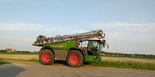 Foto van een Fendt RG 600 (veldspuit). Geplaatst door manus op 08-06-2021 om 21:45:53, op TractorFan.nl - de nummer 1 tractor foto website.