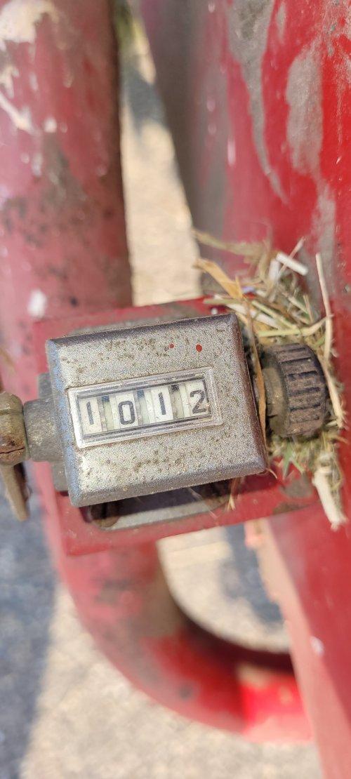 Foto van een International 440 (balenpers) was een mooie baaldag! Was voor een klant dus ik hoef die 1012 pak niet op te ruimen