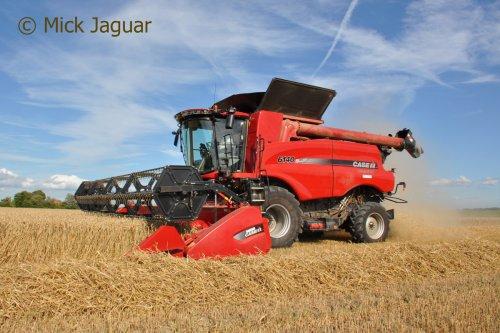 Case IH Axial Flow 6140 met maaibord 7,50 meter. Loonbedrijf Kools uit Cadzand (NL). Geplaatst door Mick Jaguar op 28-08-2016 om 14:02:09, op TractorFan.nl - de nummer 1 tractor foto website.