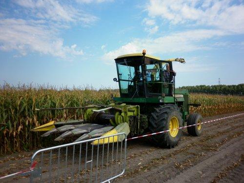 oldtimer mais hakseldag 2016 in Oostwinkel , georganiseerd door Landbouw & Machines zie ook film. Geplaatst door XC 70 op 25-09-2016 om 17:54:37, op TractorFan.nl - de nummer 1 tractor foto website.