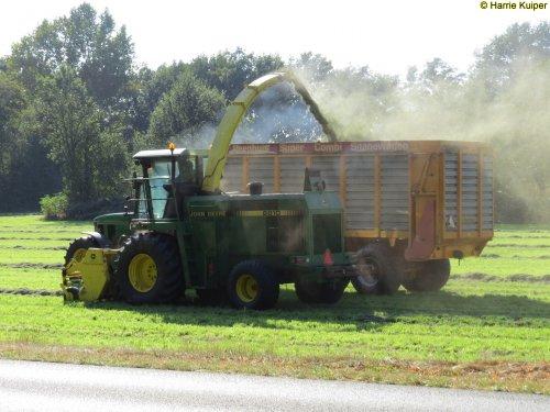 Foto van een John Deere 6810  (hakselaar) , foto gemaakt op 27-09-2016 bij Schoonebeek.. Geplaatst door oldtimergek op 01-10-2016 om 17:21:51, op TractorFan.nl - de nummer 1 tractor foto website.