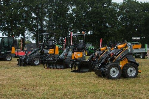 Demo dagen van der Bos en Veenstra Bakkeveen.  Meer foto's op: http://www.trekkerfotografie.nl. Geplaatst door jd6100 op 26-06-2017 om 19:43:45, op TractorFan.nl - de nummer 1 tractor foto website.