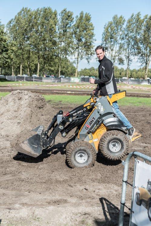 Foto van een Giant Sjomp. Geplaatst door deerefan op 20-09-2017 om 00:30:02, op TractorFan.nl - de nummer 1 tractor foto website.