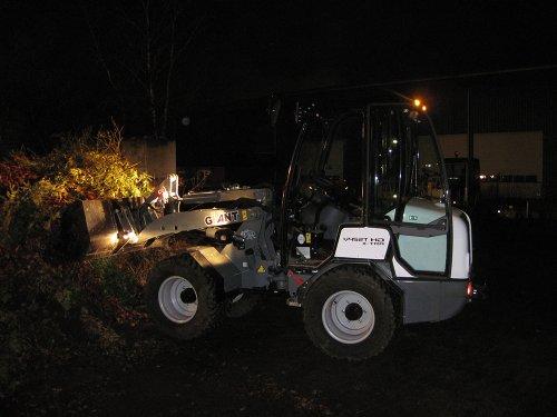 Foto van een Giant 452T opschuiven groenafval. Geplaatst door A.H.S. op 07-01-2020 om 12:53:57, op TractorFan.nl - de nummer 1 tractor foto website.