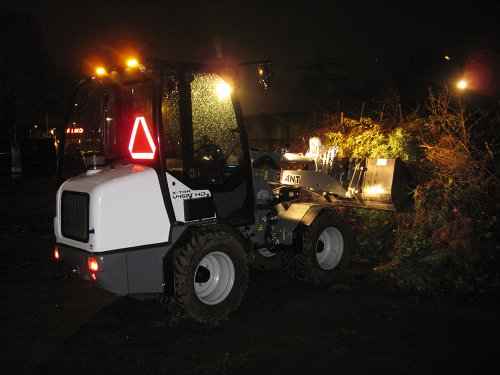 Foto van een Giant 452T opschuiven groenafval. Geplaatst door A.H.S. op 07-01-2020 om 13:34:40, op TractorFan.nl - de nummer 1 tractor foto website.