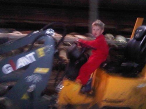 koeien opvoeren,ik zeg nog:niet zo hard!!. Geplaatst door geerlof op 23-02-2011 om 21:05:09, met 10 reacties.