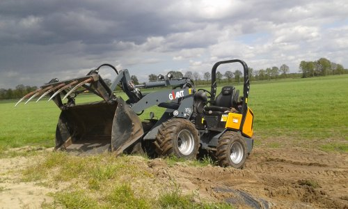 Foto van een Giant D337t, druk bezig met Poseren.. Geplaatst door Niehofgijs op 07-05-2015 om 13:08:07, op TractorFan.nl - de nummer 1 tractor foto website.