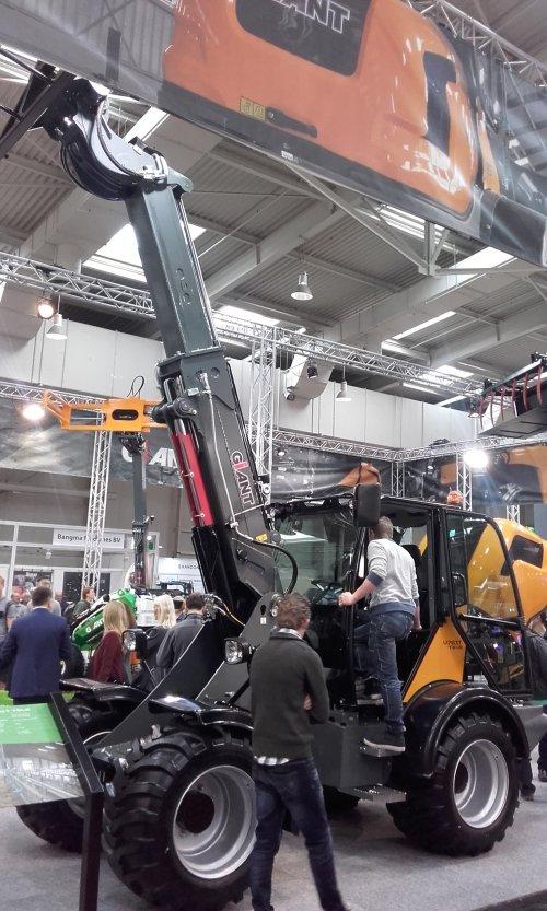 Hier zie je Agritechnica met een Giant V761T.. Geplaatst door ricooo12 op 15-11-2015 om 21:52:49, op TractorFan.nl - de nummer 1 tractor foto website.