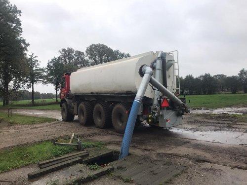Kijk, daar heb je Tolkamp Agri Service (Aalten) × met een GINAF Mesttruck.. Geplaatst door tolkamp op 08-11-2019 om 21:41:34, met 7 reacties.