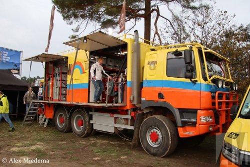 Kijk, daar heb je De Jong Zuurmond (Beesd) × met een GINAF M3331, opgebouwd als rallytruck.  https://www.youtube.com/watch?v=LM5oixWEGl8