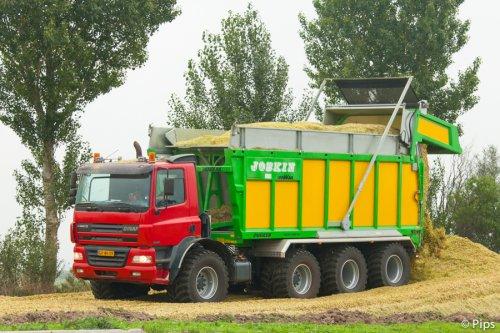 Peter Tolkamp helpt loonbedrijf Sevink met het maïstransport.. Supercombinatie als je het mij afvraagt! Met dank aan Peter Tolkamp voor de lift naar de kuil ;-)