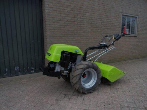 Foto van een Grillo 131, bezig met poseren. Onze nieuwe aanwinst. 14 pk Lombardini dieselmotor,freesbreedte 85 cm