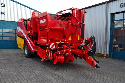 Foto van een Grimme Bunkerrooier Evo 280. Geplaatst door Lucas Ensing op 26-02-2020 om 20:39:17, op TractorFan.nl - de nummer 1 tractor foto website.