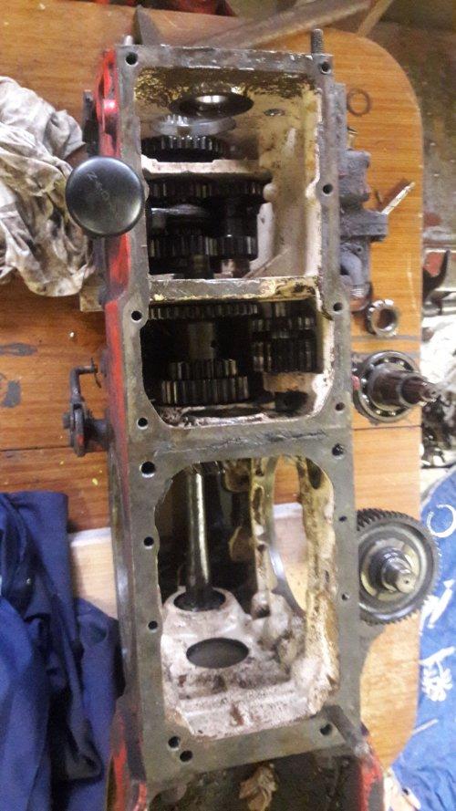 Foto van een Guldner G30S versnellingsbak lager kapot gelopen. Heeft er nog iemand een werkplaatshandboek van een g 30 s waar nuttige informatie in staat?