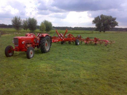 Foto van een Guldner G45S, bezig met gras schudden.. Geplaatst door guldner75 op 15-08-2008 om 19:33:31, met 2 reacties.