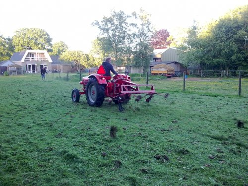 Foto van mijn Guldner G30S, bezig met gras schudden.. Geplaatst door Palletje op 03-03-2011 om 20:30:56, met 6 reacties.