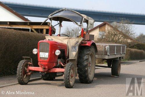 Foto van een Güldner G30, bezig met (pauzeren van het) dumperen. Oldtimershows zijn leuk, maar hier in de regio (Landskreis Heilbronn, .de) zie je dit soort tractoren toch vooral 'in het wild'.