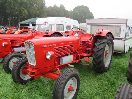 Foto van een Guldner G45S, bezig met poseren. Meddo 2014. Geplaatst door oldtimergek op 09-10-2014 om 22:04:26, op TractorFan.nl - de nummer 1 tractor foto website.