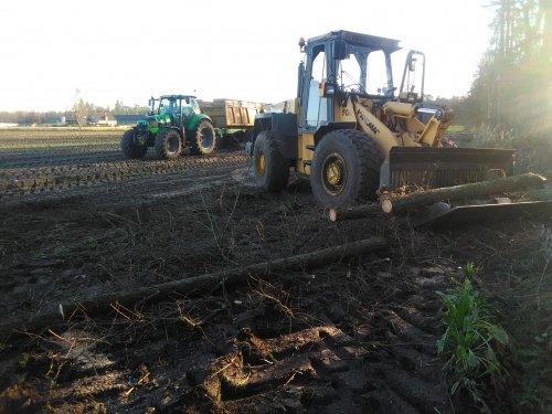 Wat bomen langs het perceel afdoen en ineens op de kipkar laden met de Hanomag. Geplaatst door eicher4048driver op 01-01-2020 om 12:22:48, op TractorFan.nl - de nummer 1 tractor foto website.