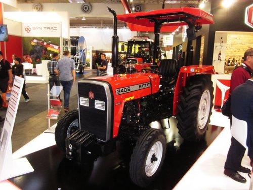 Foto van een Hattat 240 S. Geplaatst door jordi 1455 op 15-01-2018 om 22:39:36, op TractorFan.nl - de nummer 1 tractor foto website.