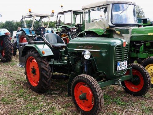 Foto van een Hela onbekend. Geplaatst door Renaultgek op 13-09-2019 om 01:16:22, op TractorFan.nl - de nummer 1 tractor foto website.
