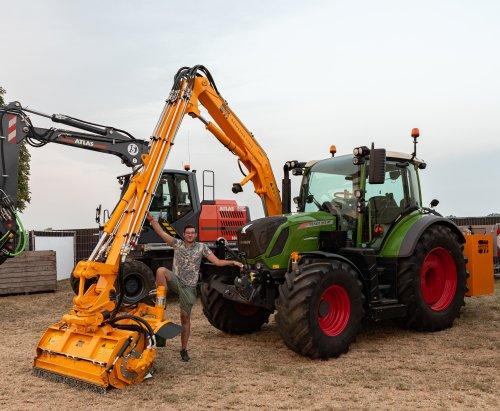 even poseren bij de nieuwe combinatie van Kummeling Didam :). Geplaatst door deerefan op 01-08-2019 om 19:38:39, op TractorFan.nl - de nummer 1 tractor foto website.