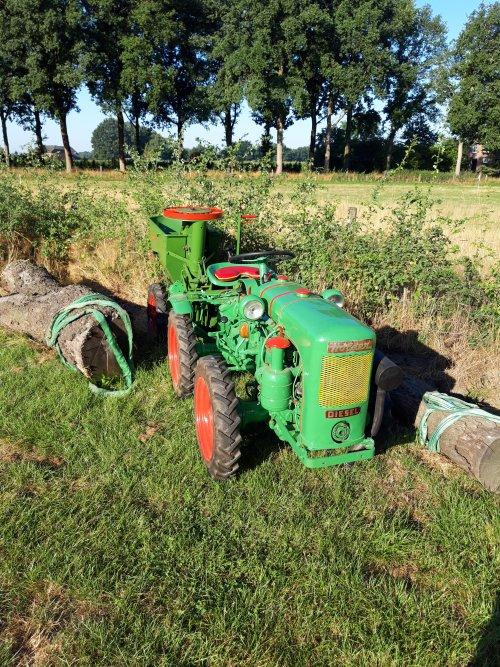 Foto van een Holder A10, met Hassia 1-rij aardappelpoter. Door de eigenaar pas gemaakt.. Geplaatst door holderb51 op 13-09-2020 om 09:40:11, op TractorFan.nl - de nummer 1 tractor foto website.