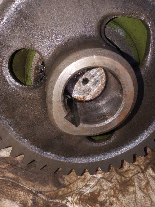 Foto van een Holder B 12 het lastig lijkende tandwiel was er nu zo af zonder heet stoken. Geplaatst door H4 B25 op 09-06-2021 om 06:44:01, op TractorFan.nl - de nummer 1 tractor foto website.