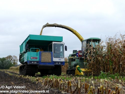 Foto van een IHI IC 100  , Loonbedrijf Oussoren uit Westbroek en Ten Hove uit Kampen aan het mais hakselen ZIE OOK DE VIDEO https://youtu.be/pbaRcLgcJlc
