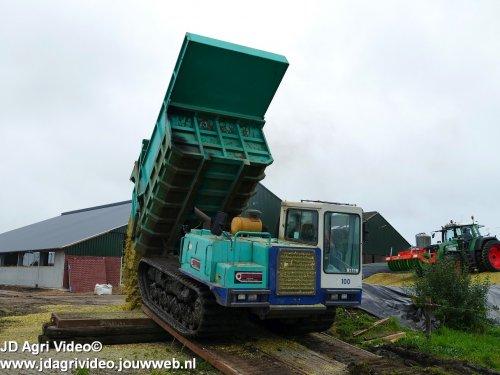 Foto van een IHI IC 100 , Loonbedrijf Oussoren uit Westbroek en ten Hove uit Kamperveen aan het mais haksleen ZIE OOK DE VIDEO https://youtu.be/pbaRcLgcJlc