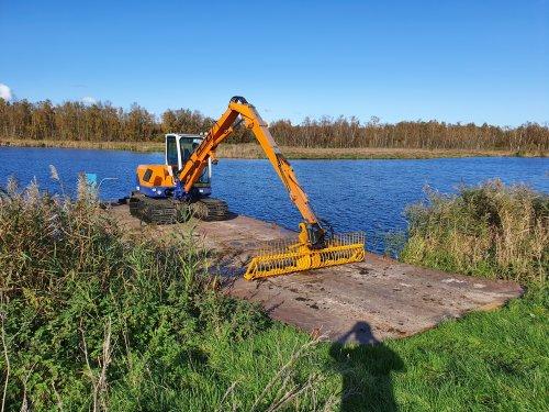 Foto van een IHI 55N met herderarm en brede stalen rupsen.. Geplaatst door jippe op 07-01-2020 om 20:24:17, op TractorFan.nl - de nummer 1 tractor foto website.