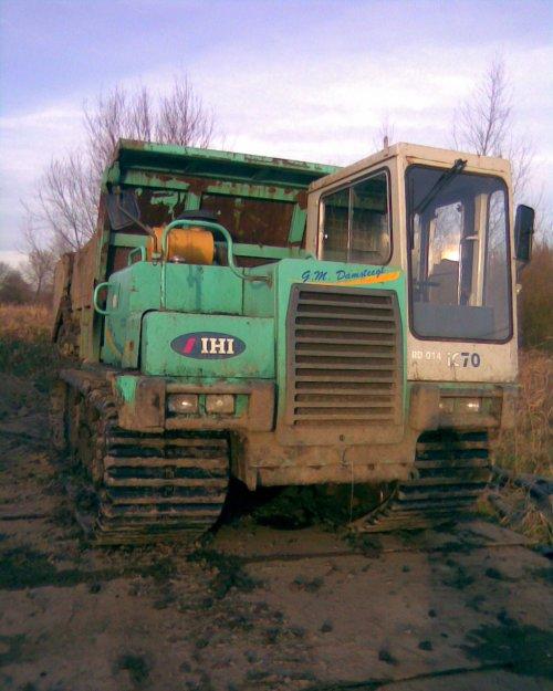 Foto van een IHI IC 100, bezig met dumperen.het is een ihi c70. Geplaatst door joey op 16-12-2008 om 16:19:40, op TractorFan.nl - de nummer 1 tractor foto website.