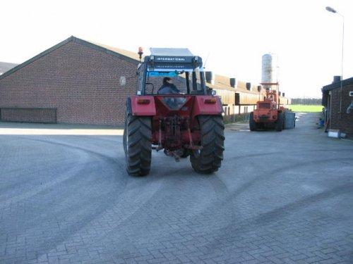 druk bezig met poseren. Geplaatst door Bart844 op 29-03-2008 om 18:44:02, op TractorFan.nl - de nummer 1 tractor foto website.