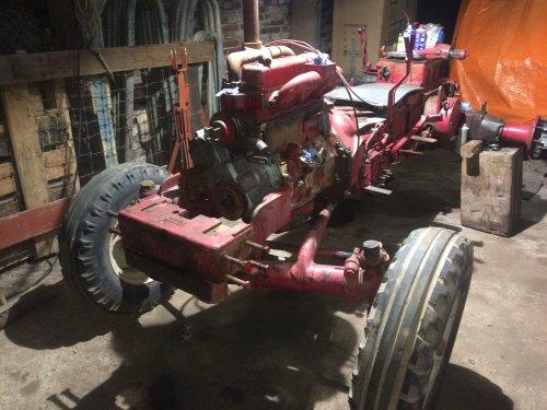 Revisie D 514 in de opbouwende fase. Geplaatst door DeertjePower op 29-01-2017 om 16:46:45, op TractorFan.nl - de nummer 1 tractor foto website.
