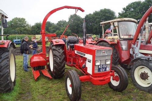 Foto van een International 553. Geplaatst door jans-eising op 12-08-2017 om 22:19:18, op TractorFan.nl - de nummer 1 tractor foto website.