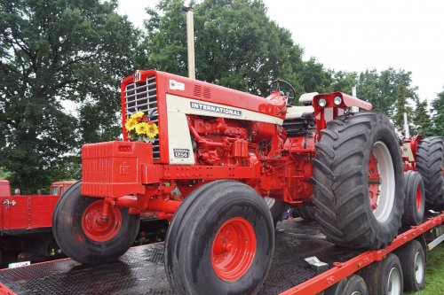 Foto van een International 1256. Geplaatst door jans-eising op 12-08-2017 om 22:19:21, op TractorFan.nl - de nummer 1 tractor foto website.