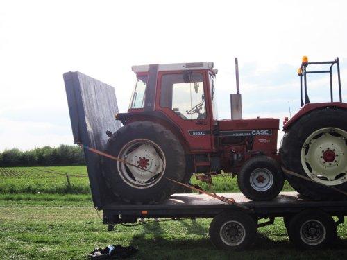 Foto van een International 585. Geplaatst door jordi 1455 op 03-09-2017 om 16:52:28, op TractorFan.nl - de nummer 1 tractor foto website.